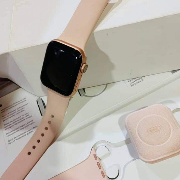 Apple iWatch Series 4 Gold (40mm) Image, လက်ဝတ်ရတနာနှင့် နာရီများ classified, Myanmar marketplace, Myanmarkt